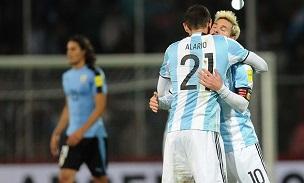 Lucas Alario Lionel Messi