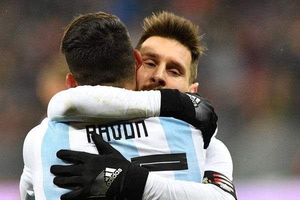 Cristian Pavón Lionel Messi Argentina