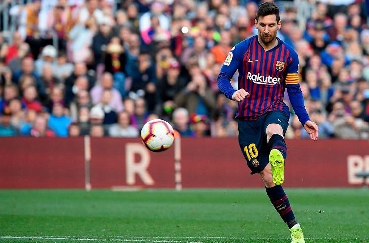 Lionel MESSI scores panenka free kick goal in FC Barcelona ...